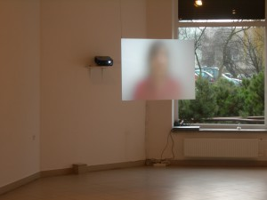 Videon närvaro under utställning i Klapeida